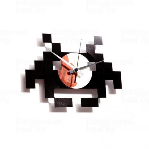 Dizajnové nástenné hodiny Discoclock 028 Space invaders 30cm