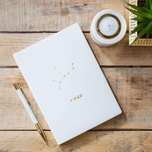 Notes v tvrdých doskách biely so znamením PANNA, CHICKIDEE